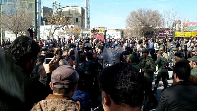 Proteste antiguvernamentale sângeroase! 13 morţi şi sute de oameni arestaţi!