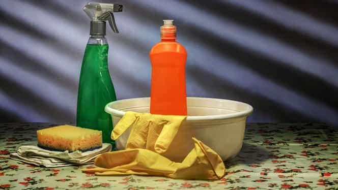 Cea mai rapidă metodă prin care să scapi de mucegai. Ai nevoie de oţet şi bicarbonat de sodiu