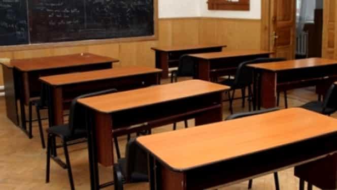 VIDEO / Scene şocante la un liceu din Lugoj! Două eleve, bătaie în sala de clasă