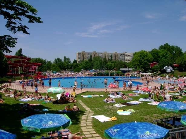 Therme este cel mai mare complex de relaxare și distracție din Europa. Acesta se află în Balotești, la 10 minute de capitală.