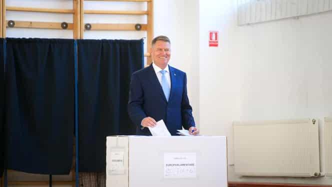 """Klaus Iohannis a votat la Jean Monnet: """"Așteptăm cu ceva emoție rezultatul"""""""