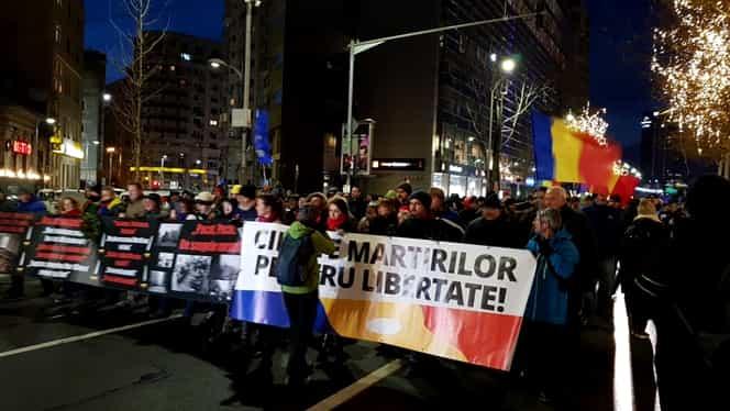 Protest în Piața Victoriei! Mii de oameni, în marș către Piața Universității