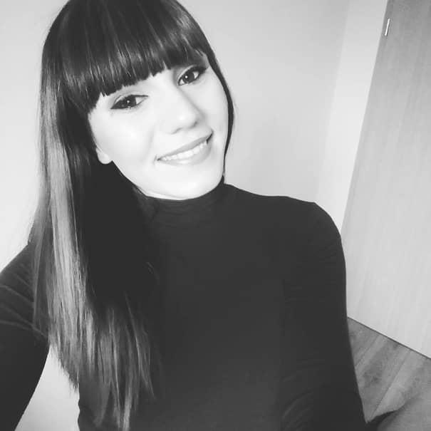 GALERIE FOTO   BOMBA ANULUI 2017! O celebră brunetă din România, prinsă făcând VIDEOCHAT