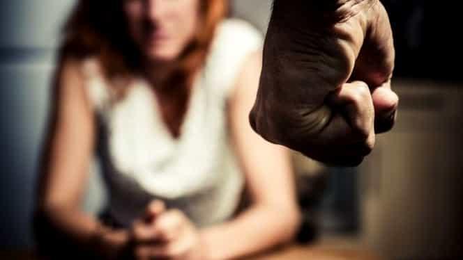 Concurs de bătut femeia în România! Revoltător, organizatorului i s-a făcut dosar penal