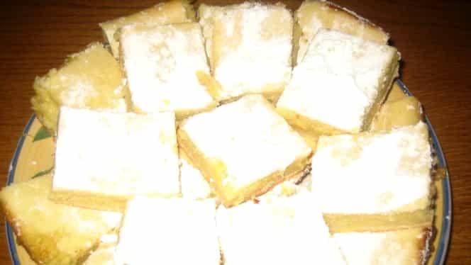 Cea mai bună rețetă pentru weekend plăcintă turnată cu brânză dulce de vaci. Un adevărat deliciu!