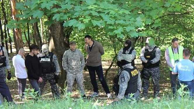Ce a făcut criminalul de la Botoșani, la reconstituire! Oamenii legii l-au lăsat singur cu avocata imediat