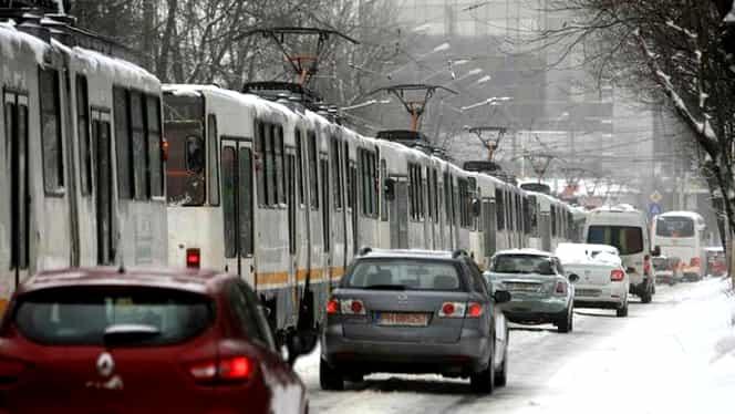 STB a retras toate troleibuzele din București, după fenomenele meteo extreme. Tramvaiele, înlocuite de autobuze