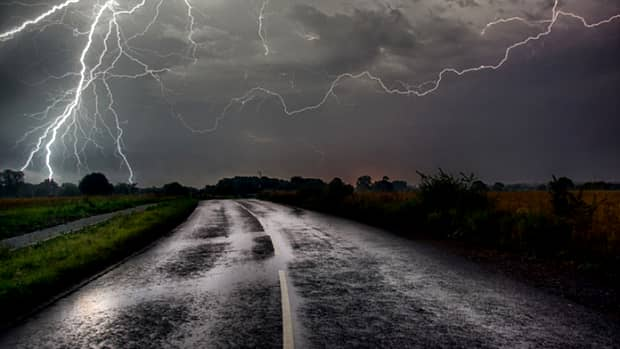 ALERTĂ! Cod galben de furtuni în 22 de judeţe din ţară! Ce se întâmplă în București