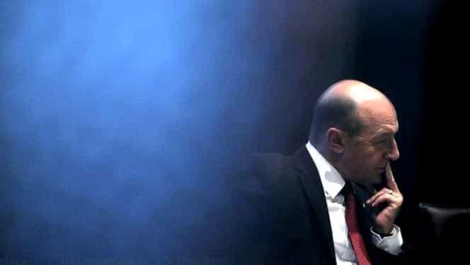 """Traian Băsescu, despre Klaus Iohannis: """"Face greșeli care duc la despuierea atribuțiilor președintelui"""""""