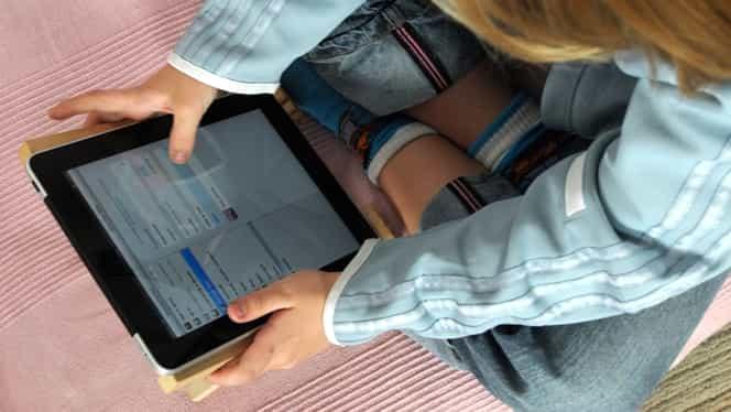 Studiu alarmant: 86% dintre copiii din România intră zilnic pe internet de pe mobil, faţă de 2% în 2010. O treime dintre minori, supuși hărțuirii online