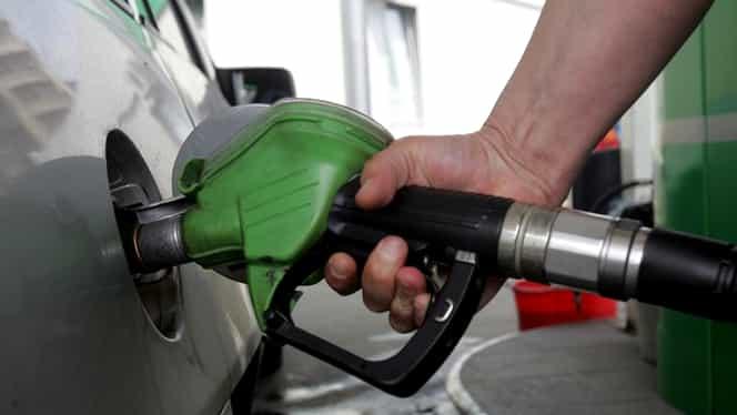 Preţul carburanţilor a crescut din nou! Cât costă litrul de benzină!