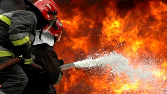 Explozie urmată de un incendiu, la fabrica de armament din Cugir. O persoană a murit