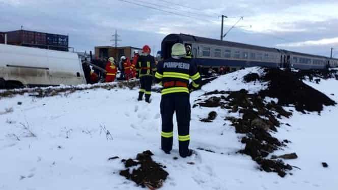 Accident teribil! Un tren a lovit o dubă în care se aflau doi frați. Unul dintre ei a murit! Totul s-a petrecut la Suceava