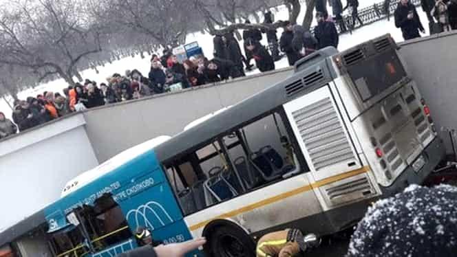 Accident groaznic de Crăciun! Un autobuz a intrat într-un pasaj pietonal şi a omorât cel puţin 5 oameni