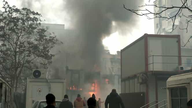 Incendiu în curtea interioară a primăriei Sectorului 5! Foto + Video