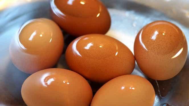 Ce se întâmplă dacă pui bicarbonat de sodiu în apa clocotită atunci când fierbi ouă