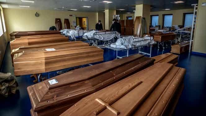 Bisericile din Italia nu mai fac față numărului de morți din cauza coronavirusului. Armata transportă cadavrele