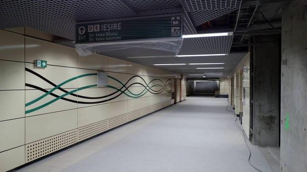 Aşa arată ieşirea de la una dintre staţiile de metrou Drumul Taberei. Ieşirile către Valea Oltului şi Valea Ialomiţei