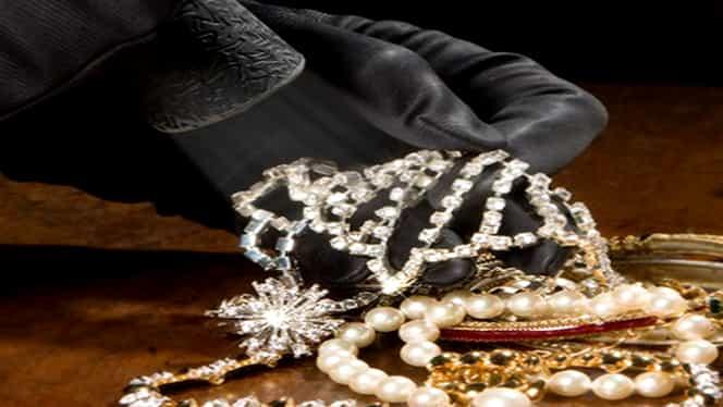 Jaf ca-n filme la Cannes. Au furat bijuterii şi ceasuri de lux în valoare de 17,5 milioane de euro