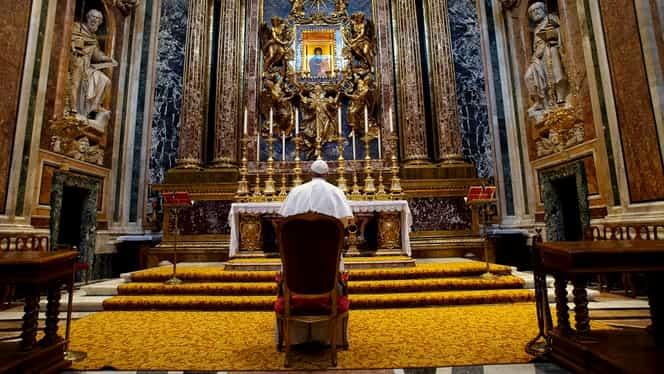 Imagini dezolante de la Vatican. Papa Francisc ține slujbe fără credincioși și se adresează unei piețe pustii