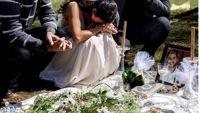 Emoționant! O mireasă a mers la mormântul iubitului în ziua în care trebuia să fie nunta lor! Bărbatul a fost ucis cu 3 săptămâni înainte
