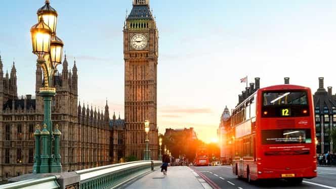 Londra se umple de miros de cafea! Celebrele autobuze etajate vor folosi un nou biocarburant!