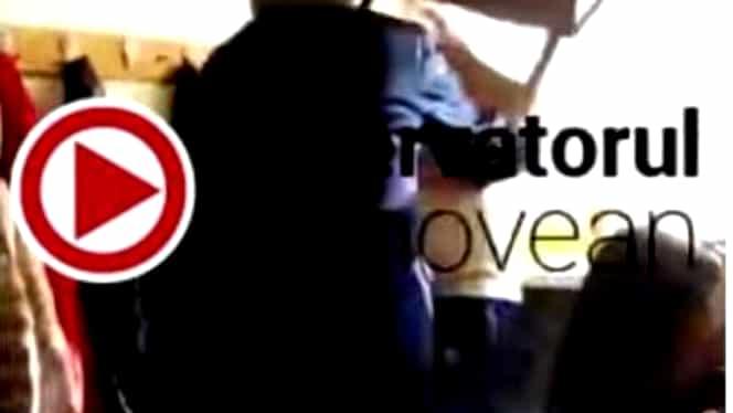 Un elev din Ploieşti a fost bătut de profesor cu scaunul! VIDEO