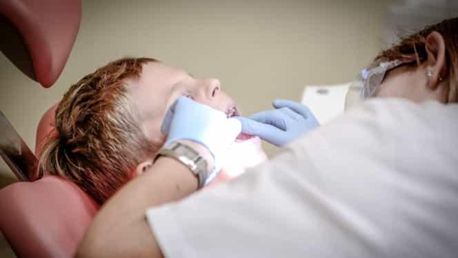 A murit copilul de 4 ani, intrat în comă după o anestezie făcută la medicul stomatolog
