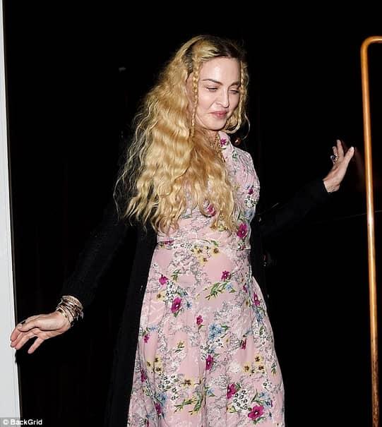 Madonna, pozează doar în lenjerie transparentă la cei 60 de ani (9)