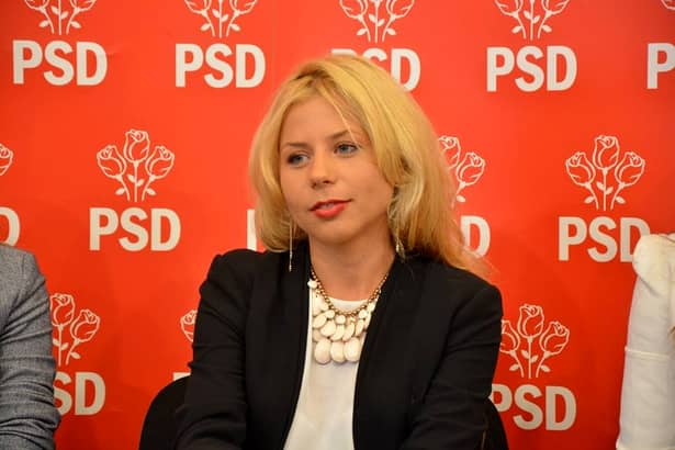 """Cristina Andronic, cea mai """"bombă"""" blondă din Guvernul României!"""