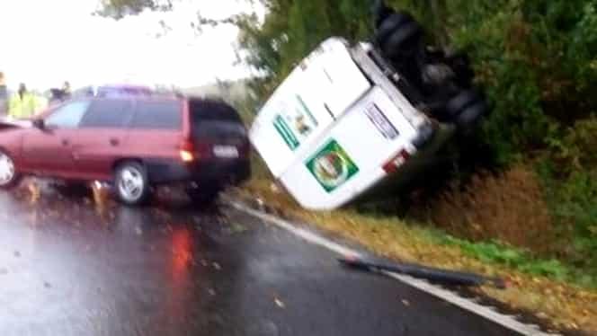 Brașov: Accident grav pe DN1. O mamă și doi copii au fost răniți