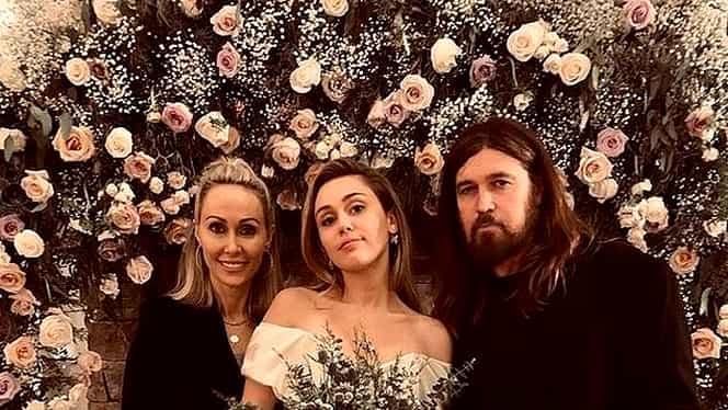 Cât a costat rochia de mireasă a lui Miley Cyrus. FOTO