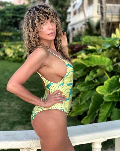 Anna Lesko și-a schimbat look-ul și postează fotografii incitante din vacanță! Fanii ei sunt încântați