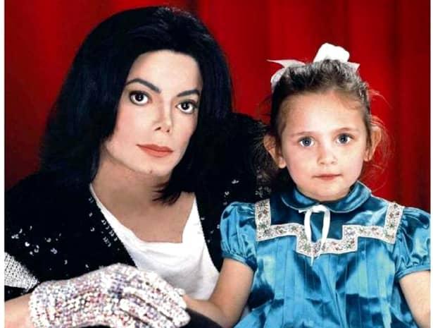 La numai 17 ani, fiica lui Michael Jackson, SE MĂRITĂ cu un fotbalist