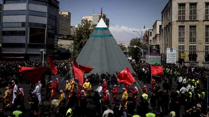 Proteste masive la Teheran! Iranienii îi cer demisia lui Ali Khamenei