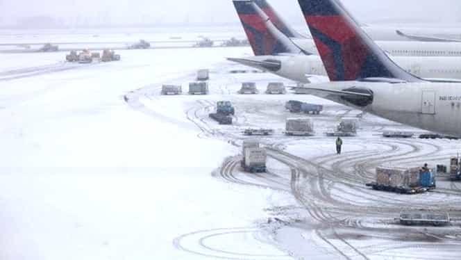 """Vremea extremă împiedică majoritatea curselor TAROM! Ministrul Transporturilor: """"Piloții zborului de Iași au rămas înzăpeziți în localitățile din jurul Bucureștiului"""""""