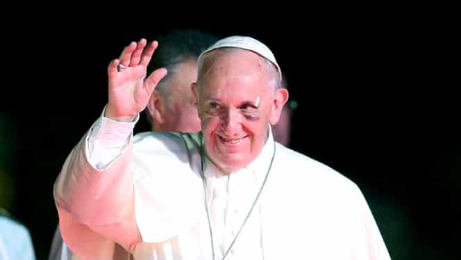 Papa Francisc, cu ochiul vânăt în timpul vizitei din Columbia! Suveranul Pontif, accidentat de papamobil