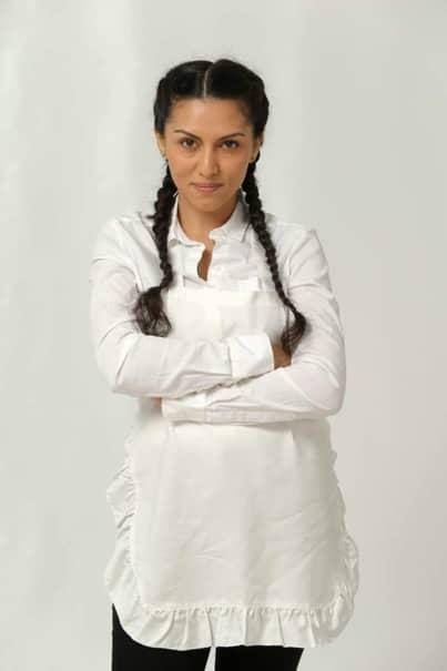 Cu toate că în urmă cu ceva timp își dorea să rămână însărcinată, acum o anunță pe Cami(Ana Crețu) că vrea să renunțe la copil.