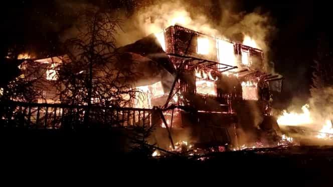 Noapte grea pentru pompieri! Au avut de stins două incendii – un apartament din Drumul Taberei și o cabană din Vatra Dornei. Foto + Video