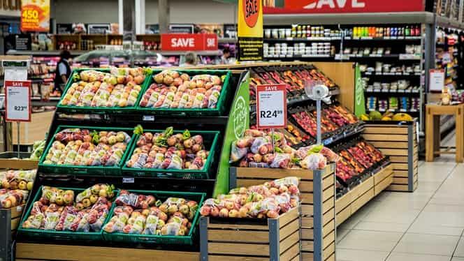 Alimentele s-au scumpit în martie din cauza crizei. Prețurile la salam, lapte, mere și roșii, în top