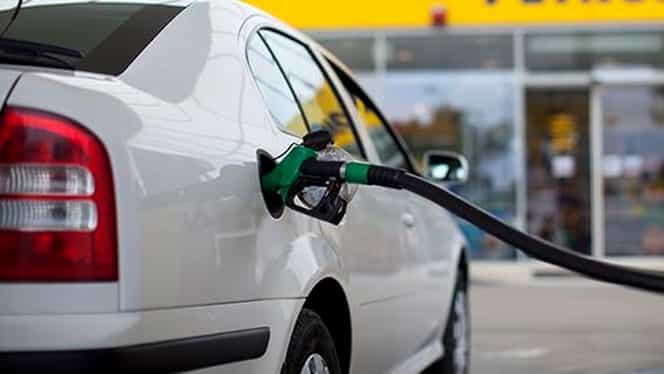 Cât a ajuns să coste 1 litru de benzină, după ce cursul de euro a luat-o razna