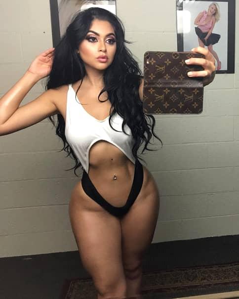 La 19 ani spune că are posteriorul mai mare decat al lui Kim Kardashian! Cum arată trupul tinerei care vrea să demonstreze acest lucru cu orice preţ