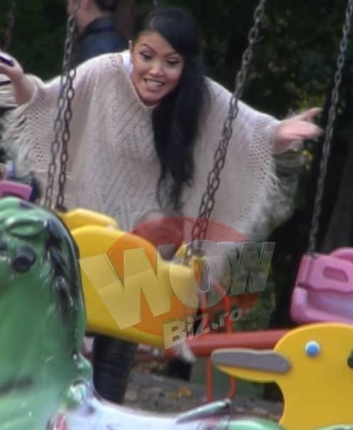 VIDEO / Imagini inedite cu Andreea Mantea şi bebeluşul ei în parc. Ce a făcut vedeta