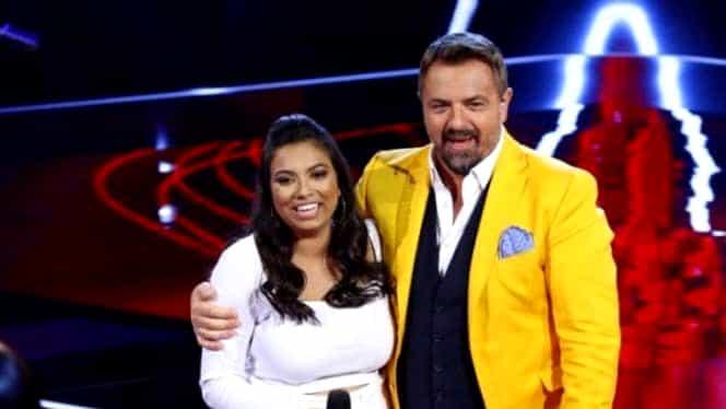 """Adi Minune, încântat de evoluția fiicei sale la """"Vocea României"""". Adriana s-a calificat în turul următor după o nouă prestație remarcabilă."""