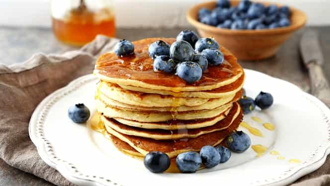 Cea mai simplă reţetă pentru clătite americane! Ia micul dejun ca în filme!