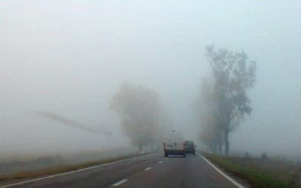 ALERTĂ ANM! Cod galben de ceaţă, ploaie, polei şi vânt! 13 județe sunt afectate