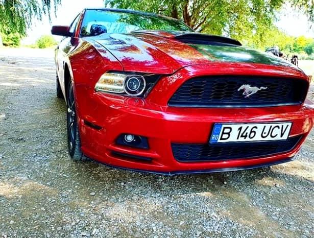 Mașina roșie de colecție a lui Mihai Bobonete