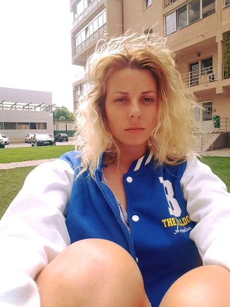 Cum arată Alina Plugaru acum, la 9 ani dupa ce s-a retras din industria filmelor pentru adulţi. S-a îngrăşat şi e de nerecunoscut!