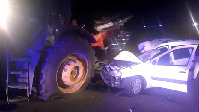 Accident grav între un tractor şi o maşină. O persoană a murit
