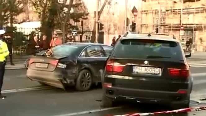Accident grav în Bucureşti. Îşi bătea iubita în timp ce era la volan